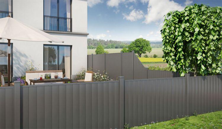 Die Aluminium Sichtschutzzäune Breda in anthrazit müssen nicht gestrichen werden, verwittern nicht mit der Zeit und bieten ein elegantes Design