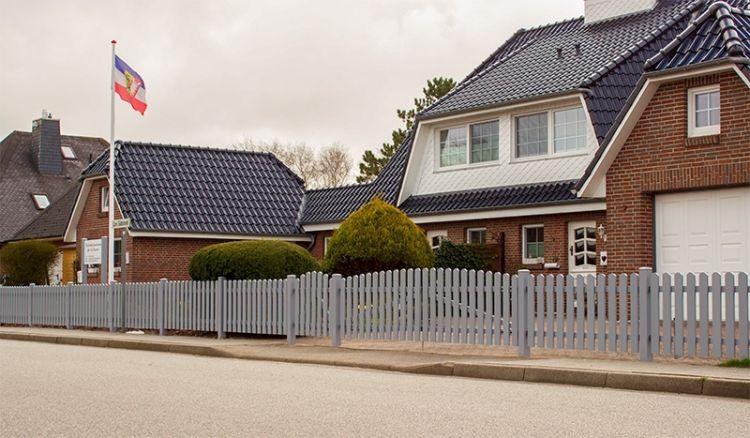 Hochwertige, robuste und pflegeleichte Gartenzäune aus acrylbeschichtetem Vollkunststoff mit 10 Jahre Garantie.