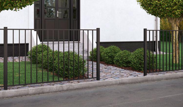 Metall Gartenzaun mit 150 x 85 cm Zaunfeldern aus Stahl. Diese sind feuerverzinkt und schwarz (ähnlich RAL 9005) pulverbeschichtet. Somit ist ein ausgezeichneter Verwitterungsschutz gewährleistet
