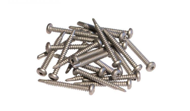 Die 50 mm langen Schrauben aus Edelstahl werden zur Befestigung der Futura-Elemente am passenden WPC Pfosten Futura verwendet.