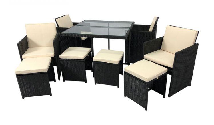 Das gemütliche Rattan Loungeset Catalina mit zwei separaten Sesseln und einem praktischen Tisch mit einer Platte aus Sicherheitsglas sorgt für entspannte Stunden auf der Terrasse oder im Garten.