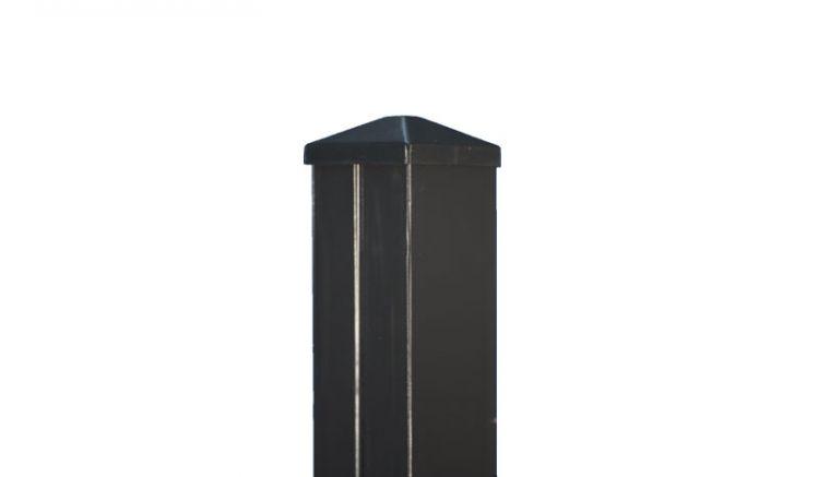 Der Aluminiumzaunpfosten aus 1,5 mm starken Aluminium mit Vollkunststoffkern im Maß 9 x 9 cm ist hochgradig stabil und witterungsbeständig.