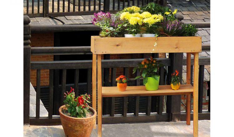 Das Balkonbeet Bratsk hat das Maß 78 x 39 x 85 cm und eignet sich somit ideal für Ihren Balkon.