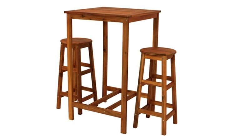 Das Bar Set Möbel Speyer aus dunkel geöltem, FSC®-zertifiziertem Akazienholz ist wetterfest und wahlweise als Set mit zwei oder vier Hockern erhältlich.