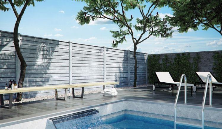 Der Betonzaun Kasan mit Stülpschalung in weiß/grau bietet Ihnen aufgrund der großen Masse einen hervorragenden Schallschutz