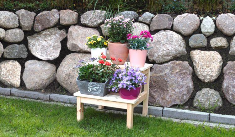 Mit zwei Stufen: Naturbelassener 44 x 42 x 39 cm Blumenhocker aus Kiefer für Innen und Außen