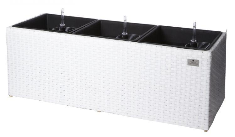 Der Rattan Blumenkübel Amalfi aus edlem weißem PE-Geflecht ermöglicht durch den integrierten Wasserspeicher, optimale Versorgung auch durch das Bewässerungssystem und die Gießkontrolle mit Wasserstandsanzeiger