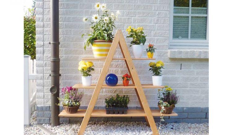 Unsere Blumenpyramide mit drei Etagen macht in Ihrem Garten oder auf dem Balkon eine tolle Figur. Imprägniertes, honigbraunes Kiefernholz. 120 x 31 x 137 cm
