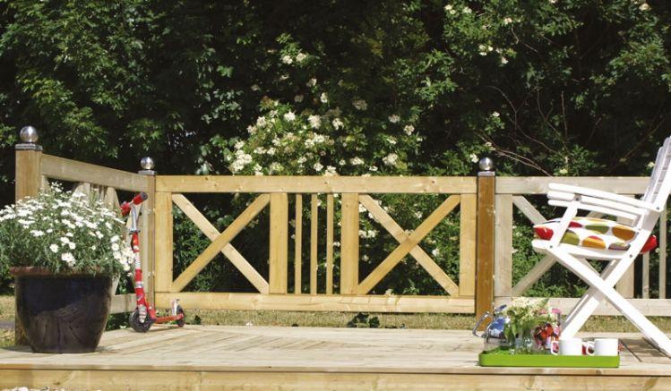 Die überkreuzten Streben (Kreuz Maße: 28 x 64 mm) des Design Gartenzauns Schloss sind ein echter Hingucker in jedem Outdoorbereich.