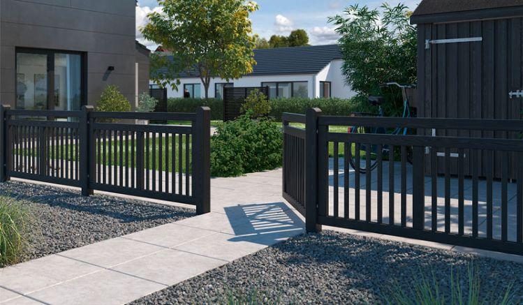 Moderner Designzaun in schwarzer Ausführung mit einem 150 x 80 cm Zaunfeld und drei Gartentor-Varianten. Gefertigt aus skandinavischem, fungizid behandeltem und doppelt farbgrundierten Nadelholz