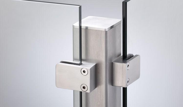 Eckpfosten für Glaszäune aus Edelstahl mit einer Kantenlänge von 6 x 6cm und einer indivudell auswählbaren Höhe