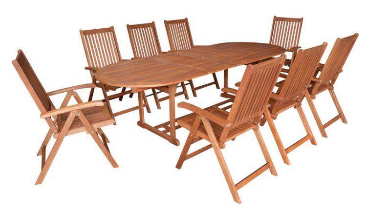 9-teilige Garnitur aus Holz für die Terrasse.