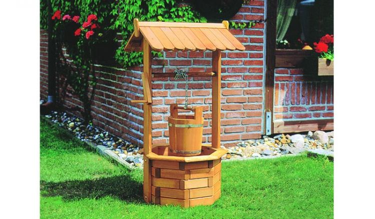 Der Gartenbrunnen Perm aus FSC zertifizierter Kiefer / Fichte hat das Maß 60 x 55 x 110 cm