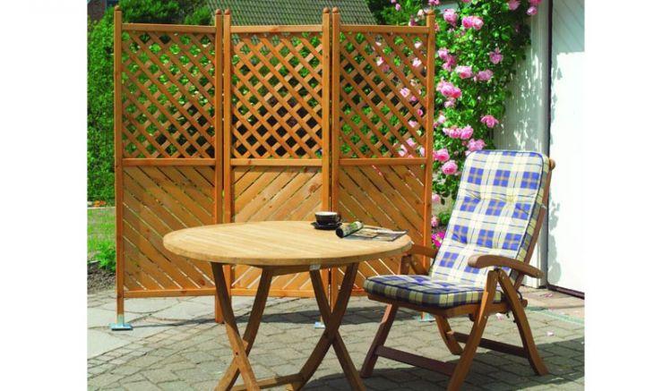 Unser Gartenparavent Kurgan ist aus honigbrauner, tauchimprägnierter Kiefer gefertigt und hat ein Maß von 180 x 180 cm ( 3-teilig )