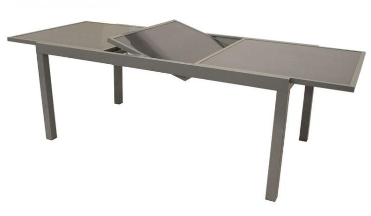 Der ausziehbare Gartentisch mit Alugestell und Tischplatte aus Sicherheitsglas ist in 2 Varianten erhältlich. Sie sind von 140 auf 200 cm bzw. 180 auf 240 cm verlängerbar