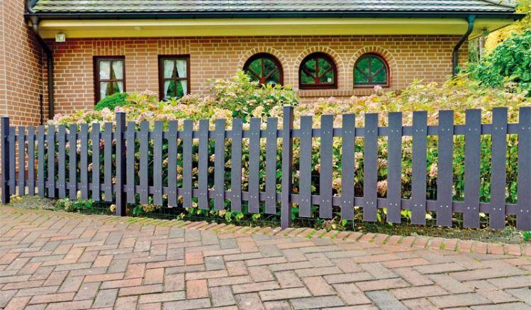 Der WPC Gartenzaun bietet für jeden Gartenliebhaber eine pflegeleichte und zugleich stabile Alternative.
