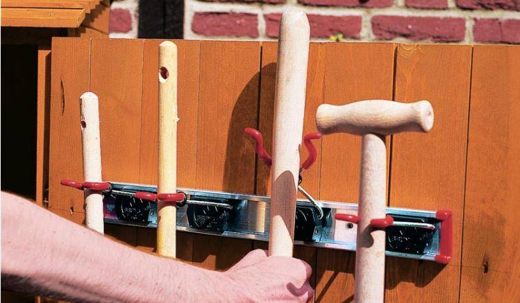 Unser Gerätehalter als Zubehör für unsere Gartenschränke und Gartenlauben. 50 x 14 x 5,5 cm