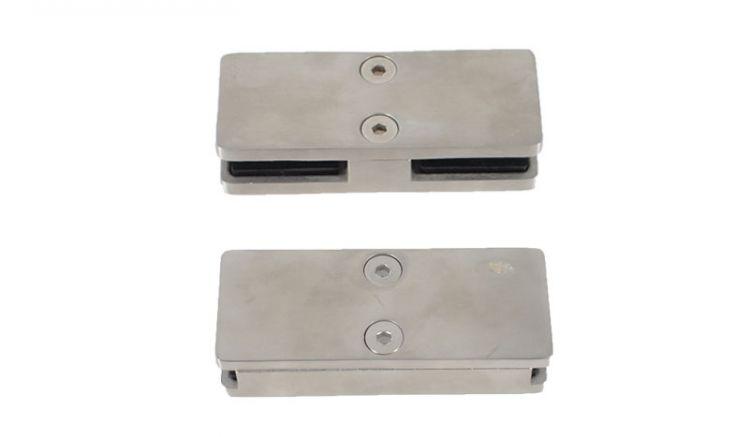 Die Glasklemmbacken für Mittel Pfosten: Die Klemmbacken können jeweils rechts und links eine 8 mm Glasscheibe halten