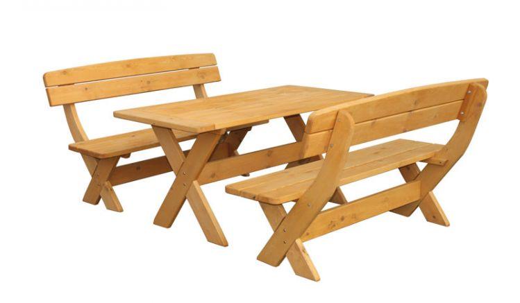 Die rustikale Holz Garnitur kombiniert zwei 150 x 70 x 90 cm Bänke mit Lehne und einen 150 x 50 x 73 cm Esstisch. Gefertigt aus imprägnierter Kiefer