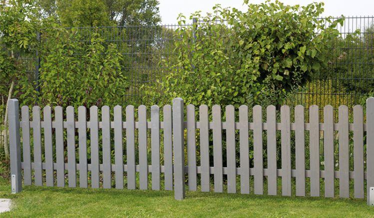 Perfekt für Ihren Vorgarten: Der 3-teilige Holz Lattenzaun wird aus basaltgrau lasierter, kesseldruckimprägnierter und FSC-zertifizierter Kiefer gefertigt