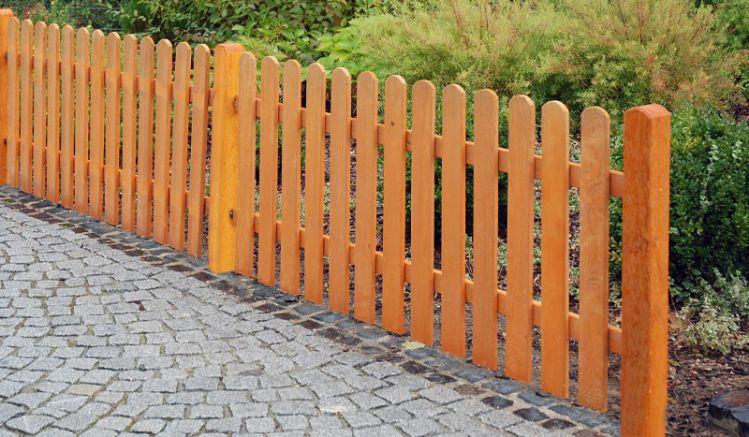 Der Holz Lattenzaun Tournai: 3-teilige Zaunserie aus kesseldruckimprägnierter und lasierter Kiefer in der Farbe Pinie. Ideal für den Do-it-yourself-Aufbau