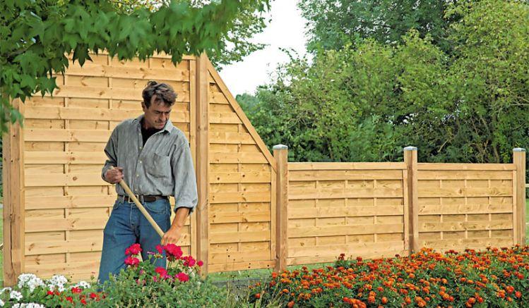 Der Holzzaun Bremen Massiv ist ein stabiler Sichtschutz für Ihren Garten aus druckimprägnierter Kiefer/Fichte mit starkem 45 x 68 mm Rahmen und glatt gehobelten 8 x 95 mm Lamellen mit gerundeten Ecken.
