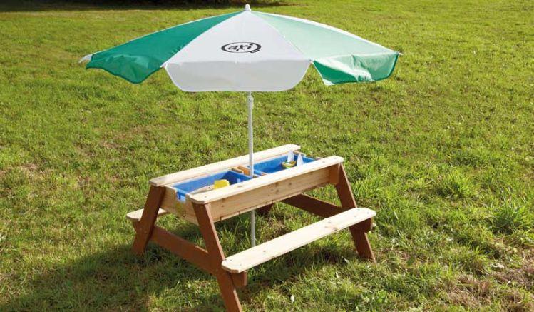 Die Kinderspielbank zum Spielen mit Sand und Wasser wird in handumdrehen zum Picknicktisch inkl. Sonnenschirm, TÜV-geprüft, 100% FSC-Holz, 90 x 80 x 56cm