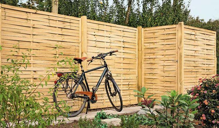 """Blickdichter Sichtschutz: Der Lamellenzaun """"Hamburg"""" ist eine zuverlässige, einfache und preiswerte Lösung für Ihren Outdoorbereich. Er ist in vielen verschiedenen Größen erhältlich."""