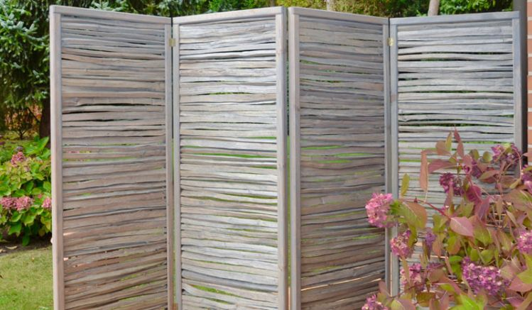 Paravent für die Terrasse und den Innenraum mit einem Maß von 240 x 160 cm (4 Teile á 60 x 160cm)