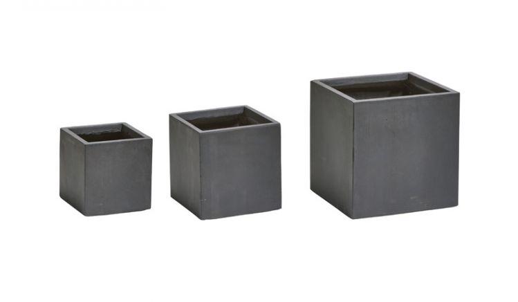 Die pflegeleichten und widerstandsfähigen Pflanzgefäße Leeds sind aus einem Fiberglas/ Gesteinsgemisch gefertigt und UV-und frostsicher.