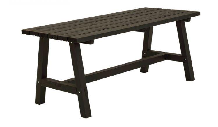 Am schwarz farbgrundierten, 177 cm langen und 75 cm breiten Country Plankentisch können sich bis zu sechs Personen niederlassen