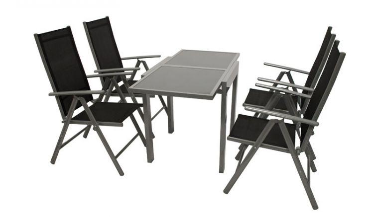 Moderne Terrassenmöbel aus Alu. Zu dem 5-teiligen Komplettset gehören vier 56 x 66 x 107 cm Klappsessel und ein 65 (130) x 65 x 75 cm Ausziehtisch mit Glasplatte