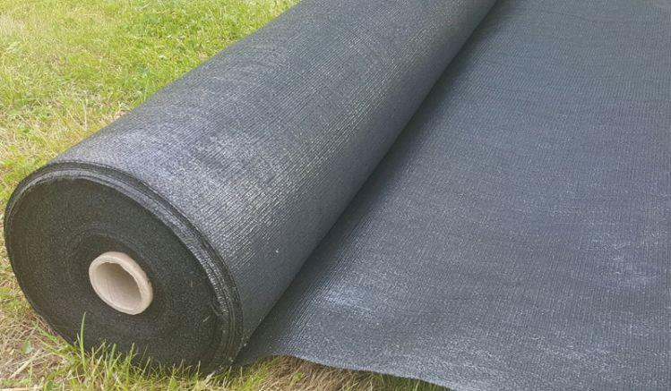 Die Untergrundfolie aus reißfestem Geo-Textilgewebe schützt vor Unkraut.