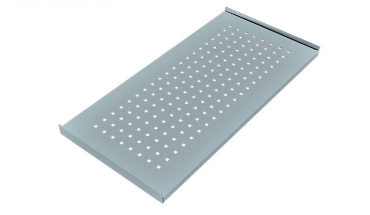 Das 81 x 40 cm Verbindungsmodul aus perforiertem, feuerverzinktem Stahl bildet eine Brücke zwischen den Tischen