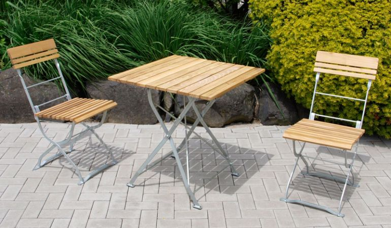 Wählen Sie die Farbe des Stahlgestells und zwischen großem und kleinem Rundtisch oder dem eckigen Bierzelttisch.