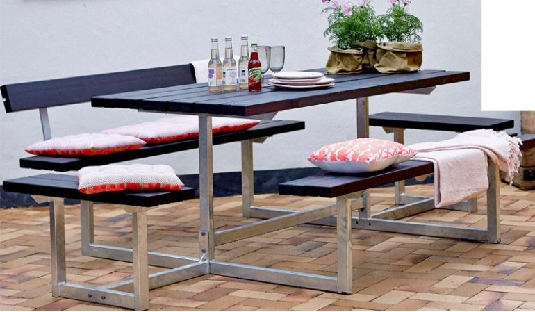 Das 177 x 160 x 73 cm Gartenset aus Dänemark kann um Rückenlehnen ergänzt werden