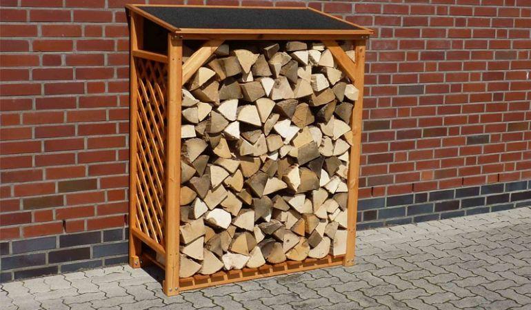 Brennholz für den Winter - Dank einem Maß von 119 x 68,6 x 148 cm können Sie hier einen ordentlichen Vorrat an Holz sicher lagern.