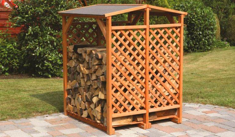 """Unser Brennholzregal """"Kervo"""" aus massivem Kierfenholz. Wahlweise mit oder ohne Wetterschutz erhältlich"""