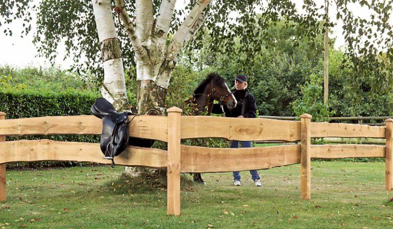 Der Bretterzaun Bonanza ist besonders für einfache Umzäunungen geeignet, zum Beispiel für Vorgärten oder Pferdekoppeln