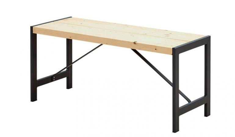 Zwei unbehandelte 38 x 120 mm Planken aus Leimholz bilden die Sitzfläche der Gartenbank