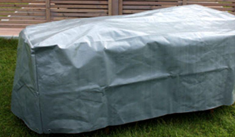 Die 170 x 100 x 65 cm Gartentisch Schutzhülle aus extra schwerer PE Folie (250g / m2) mit 8 Ösen (jeweils 2 Stk. pro Ecke)