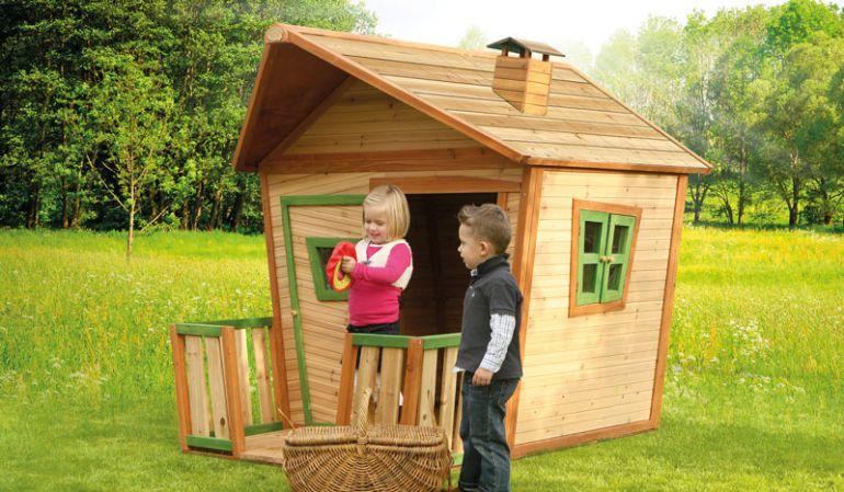 Das TÜV-geprüfte Kinderhaus mit einem Format von 118 x 180 x 167cm, ist aus 100 % FSC Holz und ein kompaktes Spielhaus, dass Ihren Kindern viel Spass bietet