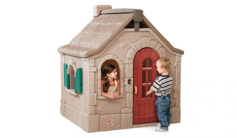 Pflegeleichtes Kinderspielhaus aus Kunststoff, Maße: 163 x 140 x 128 cm, winterfest.