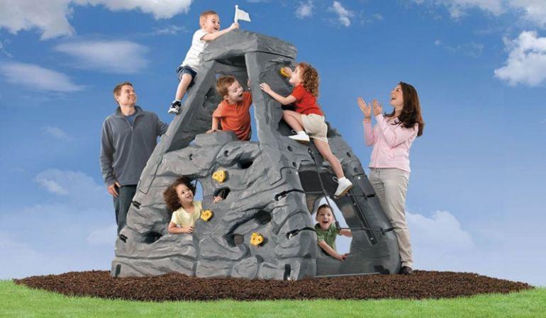 """Der Kinder Kletterturm """"Lasse"""" bietet Ihrem Kind die Möglichkeit ausgiebig zu klettern und nimmt zugleich wenig Platz in Ihrem Garten."""