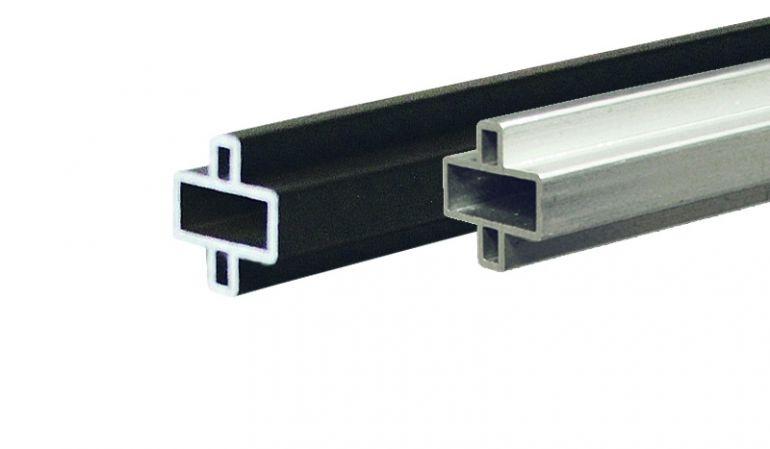 Zwischenleisten für WPC-Steckzäune aus rostfreiem Aluminium. Farben: Silber o. Anthrazit. Maß: 179 x 2 x 1 cm.