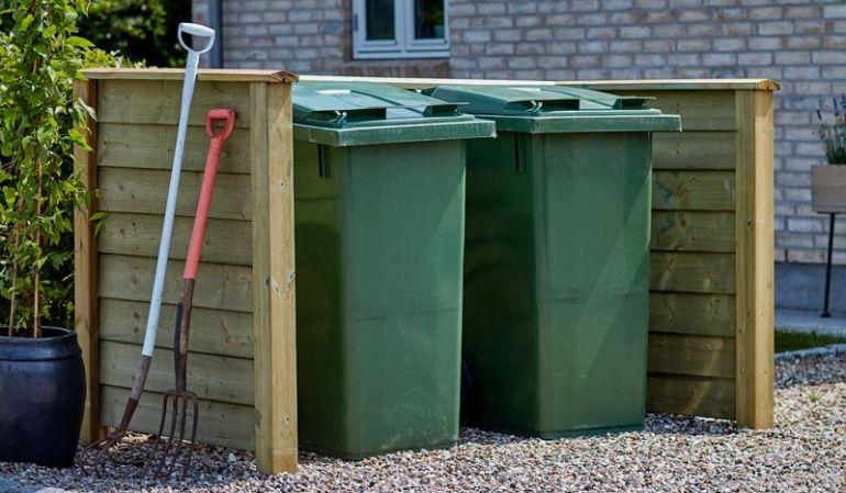 Die Mülltonnenverkleidung Klink mit natürlicher Holzoptik ist durch die druckimprägnierte Behandlung witterungsbeständig
