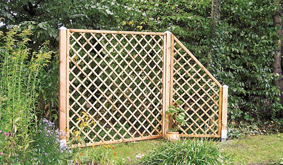 """Der """"Hiddensee"""" Rankgitterzaun aus druckimprägniertem Kiefer/Fichtenholz ist nicht nur eine Kletterhilfe für Ihre Rankgewächse, sondern auch optisch ein echter Hingucker in Ihrem Garten. Er ist sowohl in gerader als auch in abgerundeter Form erhältlich un"""
