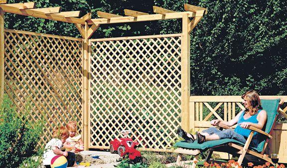 """Der Rankzaun """"Usedom"""" aus kesseldruckimprägnierter Kiefer/Fichte ist nicht nur eine optimale Rankhilfe für Ihre Rankgewächse, er ist auch ein echter Blickfang für Ihren Gartenbereich."""