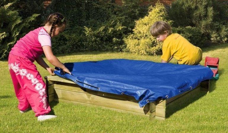 Abdeckplane für den Premium Sandkasten von meingartenversand.de 150 x 150 cm, 160 g/m2, blau, mit elastischer Kordel
