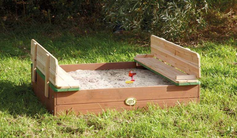 Vielseitige Sandkiste mit praktischem Verschlusssystem, die zur Sitzbank werden kann, TÜV-geprüft, Maße: 99 x 99 x 20 cm, aus 100% FSC-Holz